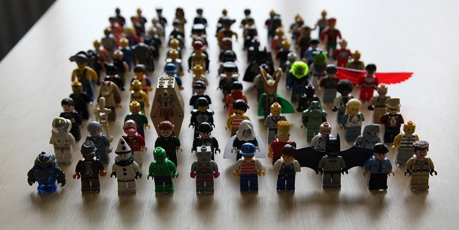 100 lego figures